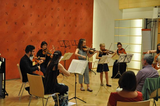 musizierende Kinder bei der Musizierwoche 2020 in Bischofshofen mit Christine MAria Höller